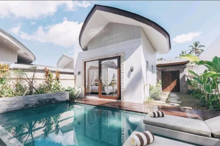 One bedroom private pool in lush valley Ubud