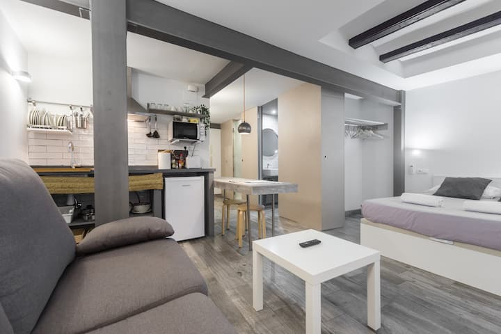 2B CASUAL-CHIC STUDIO IN THE HISTORICAL CENTER