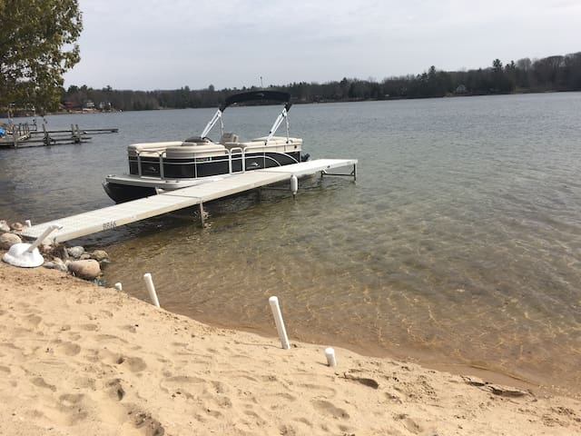 4 Bed 2 Bath updated on Lake! April Specials!!!! - Irons - House