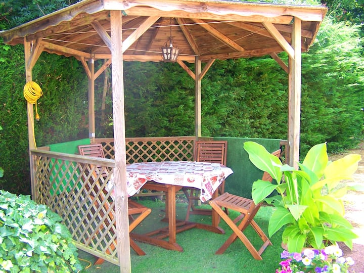 House with 2 bedrooms in La Chapelle-aux-Choux, with furnished garden and WiFi