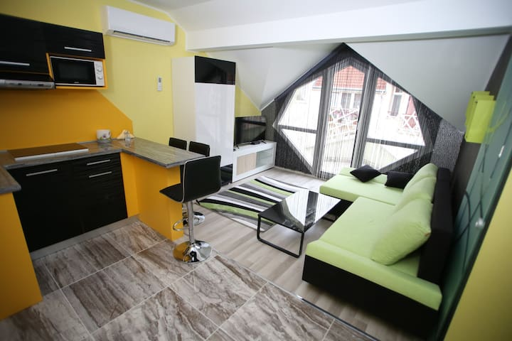 Centrum Lux 2 Apartmanok  Erkélyes De Lux Apartman