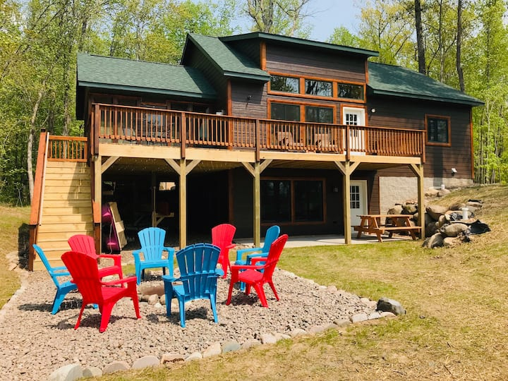 New Lakeside Cabin, Perfect for Family Retreats!