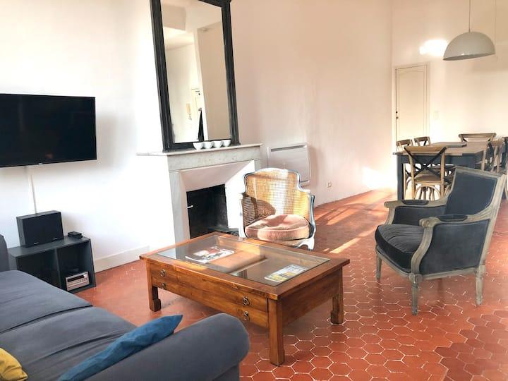 Beau 2 pièces 70 m2 sur jolie place au coeur d'Aix