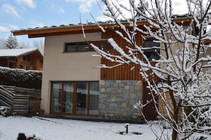 Modern home near downtown Bourg