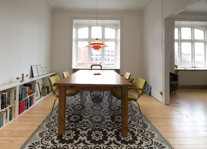 Spacious dining table and comfortable chairs.