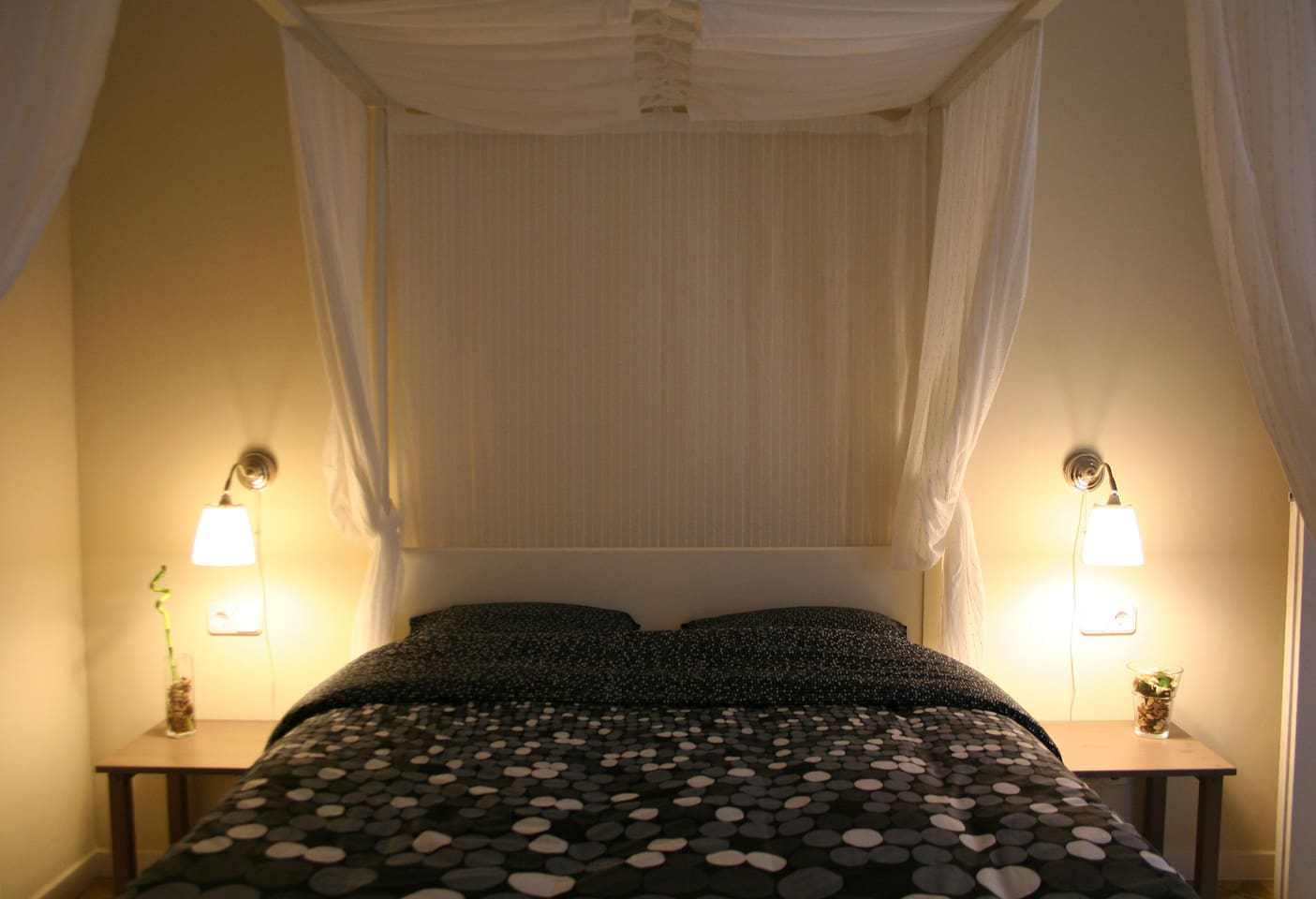 The four-poster matrimonial bed by night -a dream