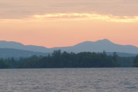 Lakefront Family Camp on Squam Lake- Amazing Views - Holderness - 獨棟