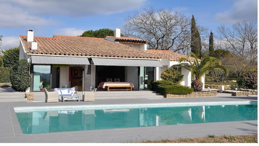 Mas provençal,climatisé, calme absolu, piscine. - Bagnols-en-Forêt - วิลล่า