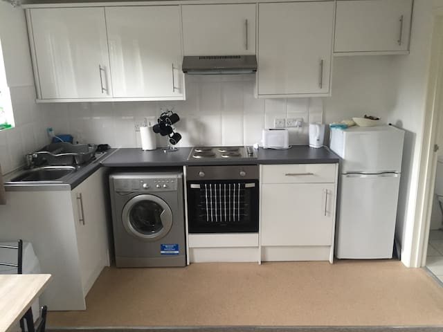 BEAUTIFUL FLAT in MORDEN (CLOSE TO WIMBLEDON)