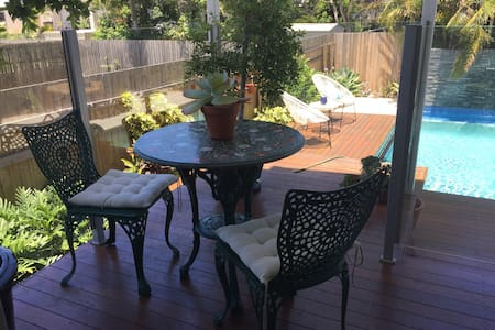 On Esplanade own flat & Pool, Manly cafe precinct - Lota - Bed & Breakfast