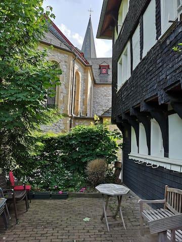 Wohnen in 600 Jahre alter Fachwerkkirche
