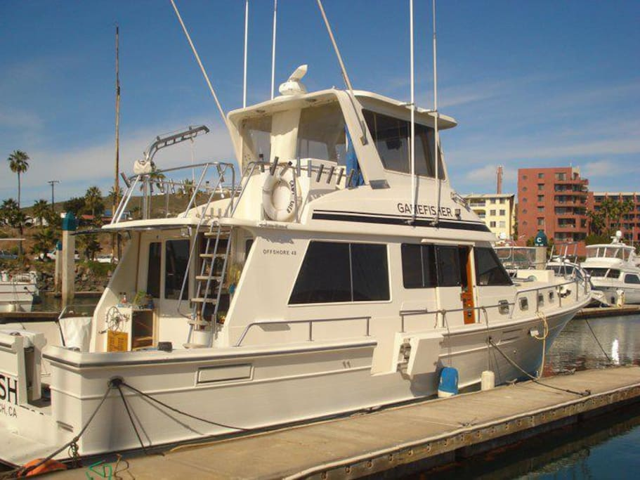 "42"" Yacth, 2 state rooms, 2 bath rooms, full kitchen, fish finder, radar, sonar, Navigation, 4 out riggers,"