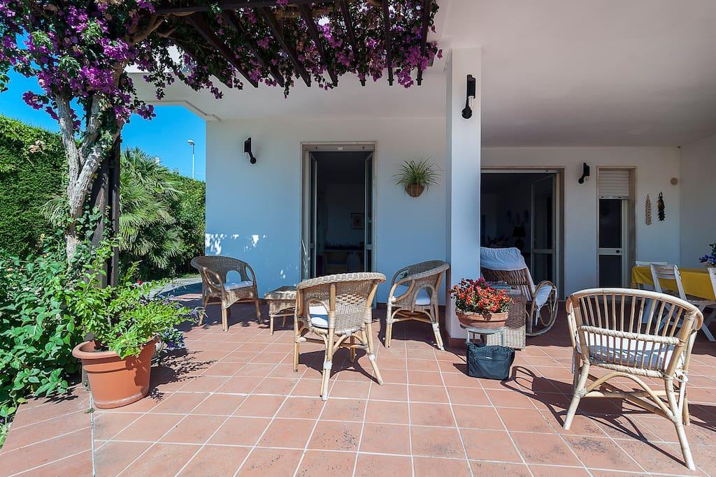 Casa con giardino e vista ionio case in affitto a nard - Casa con giardino milano ...
