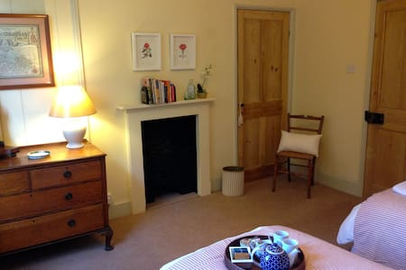 Twin beds in Central Gloucester - Gloucester - Bed & Breakfast