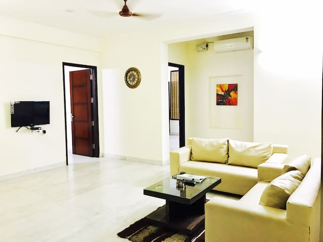 OLIVE 1 Bed Apt with Kitchen @ Golf Course Road