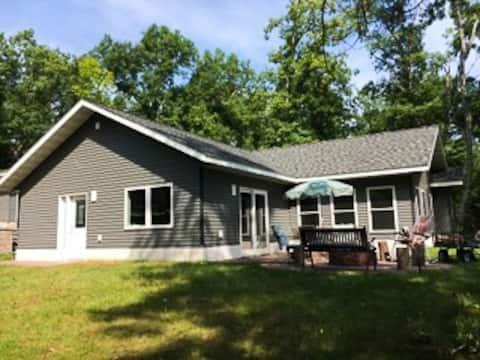 New cabin W/Bunkhouse Minong/Hayward/Spooner area