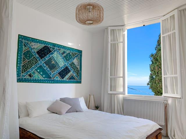 Zimmer I mit Doppelbett und Meerblick