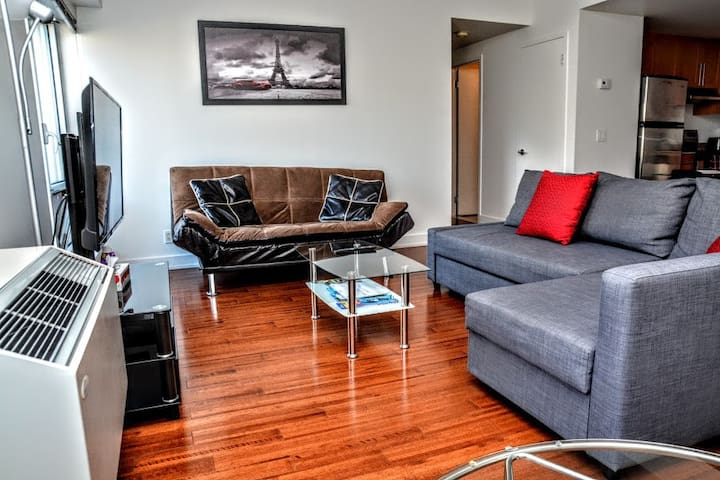 Charming and well located 2BR in Old Port Montreal