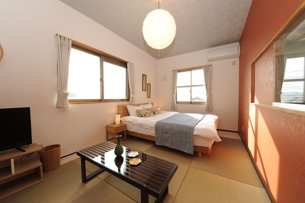 Cozy room at Nijo station. one queen beds and one Futon.