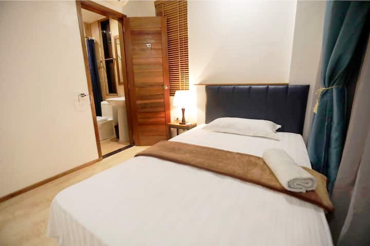 MEDUSA HOTEL/ SINGLE BED RM. 404
