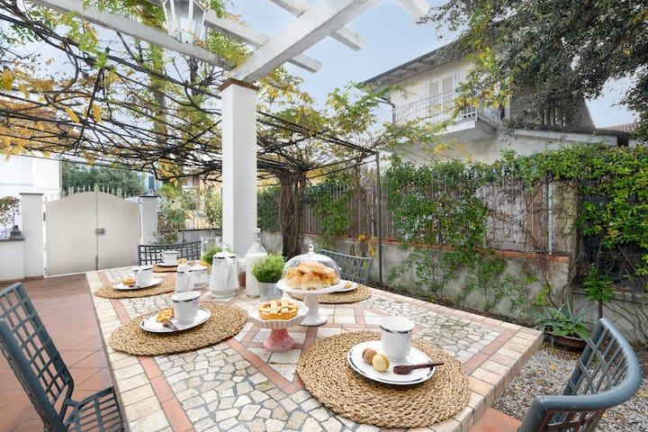 Villa Ester - elegant apartment 250ms from beach