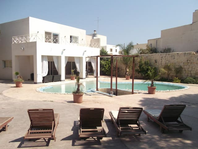 Coast Ridge Mansion (Room 6) - Naxxar - Guesthouse