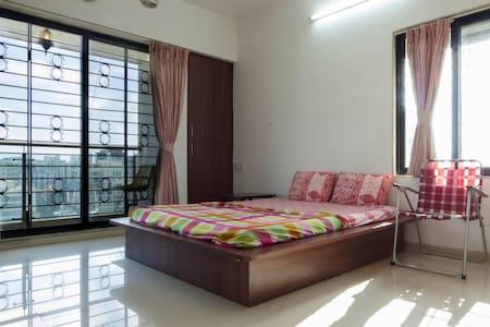 Room with view at  santacruz W - Bombay - Bed & Breakfast