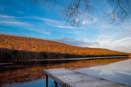 Lily Lake Guest House - Wapwallopen - Blockhütte