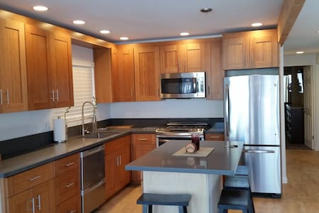 Fully remodeled beach condo - Newport Beach - Chalet