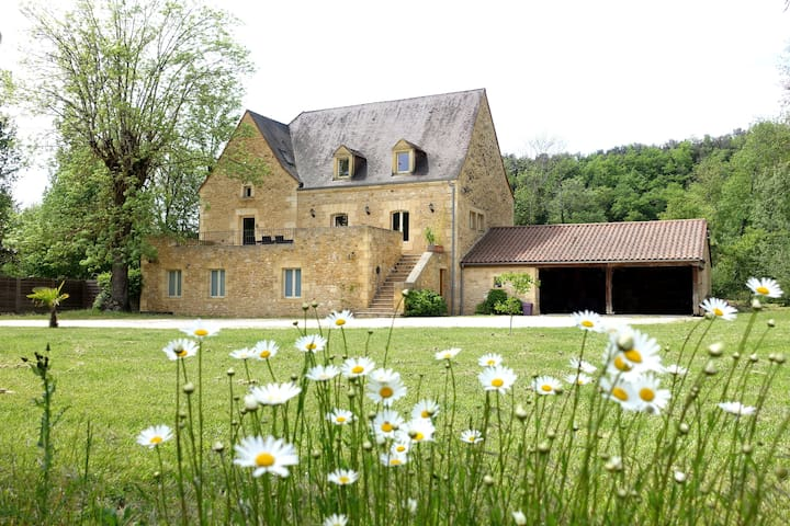 Stone mill for 10 people - close to Sarlat