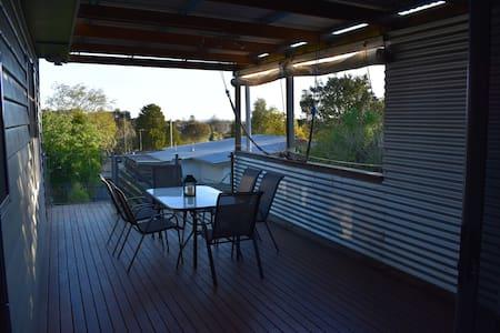Comfortable family and pet friendly escape - Ballarat North - House
