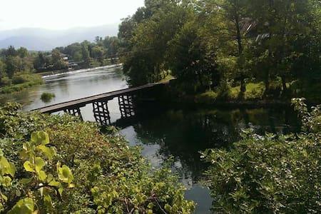 River Una,amaizing nature.Visit us. - Bihać - Домик на природе