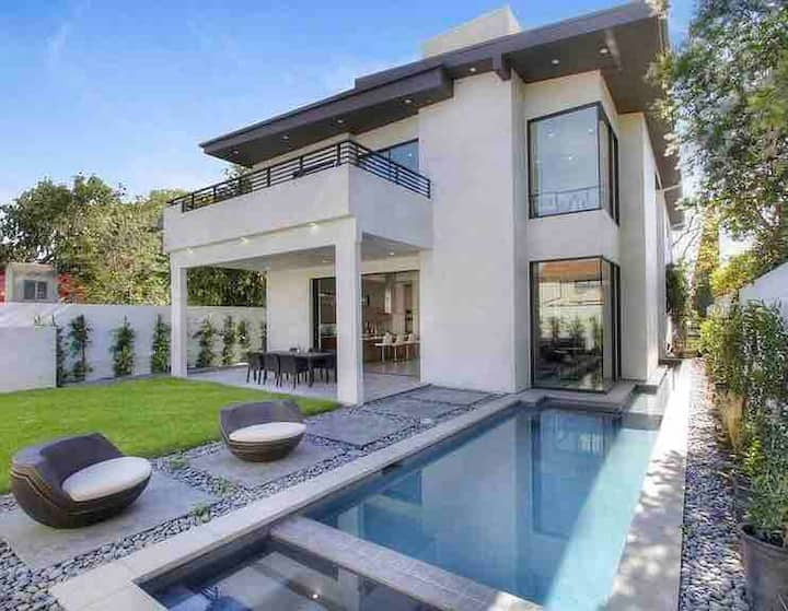 Beautiful Modern Mansion, Center of Los Angeles