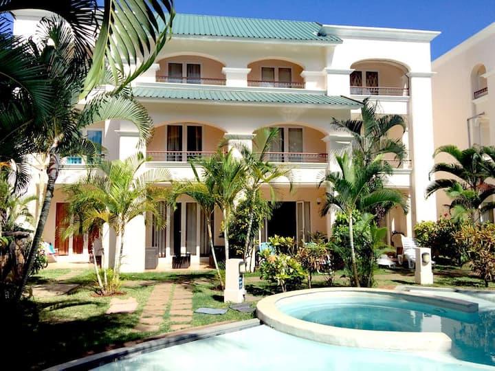 4-Bedroom House in Flic en Flac, 5 mins from beach