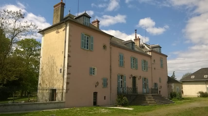 La Tour du Roy, 120m2, 2 rooms, park - Villeneuve-sur-Allier - Talo
