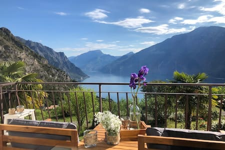 GARDEN 5: new flat, stunning views on Lake Garda