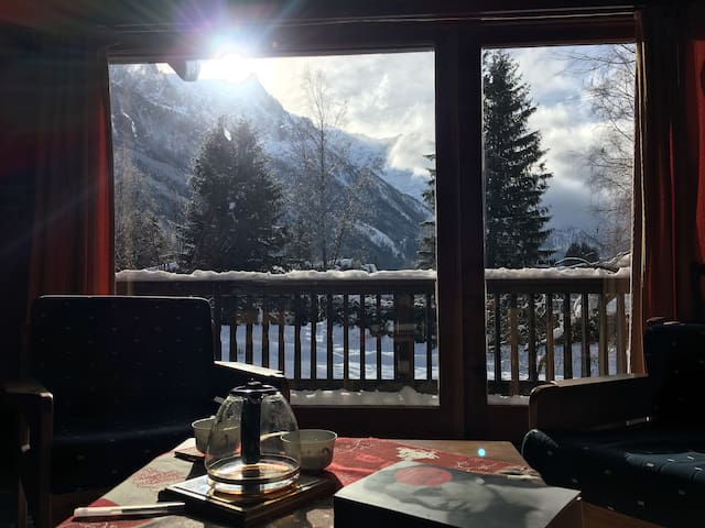 From the living room, a view on the Mont-Blanc, Aiguille du Midi, and other major peaks