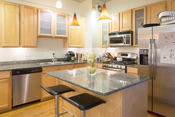 Beautiful West Lakeview location