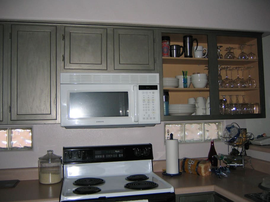 Full kitchen access, stocked with dishes, cookware, etc.  Save on buying bottled water ~ reverse osmosis filtered drinking water at sink!