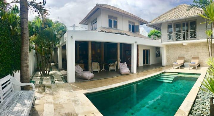 Private Bungalow quiet style villa Seminyak Beach