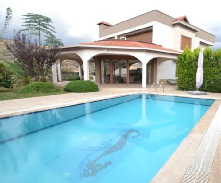 Exclusive Villa für Familie mit Privatsphäre