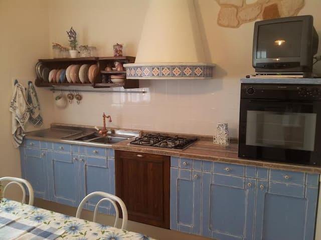 Casetta in piccolo borgo - Urbino - House