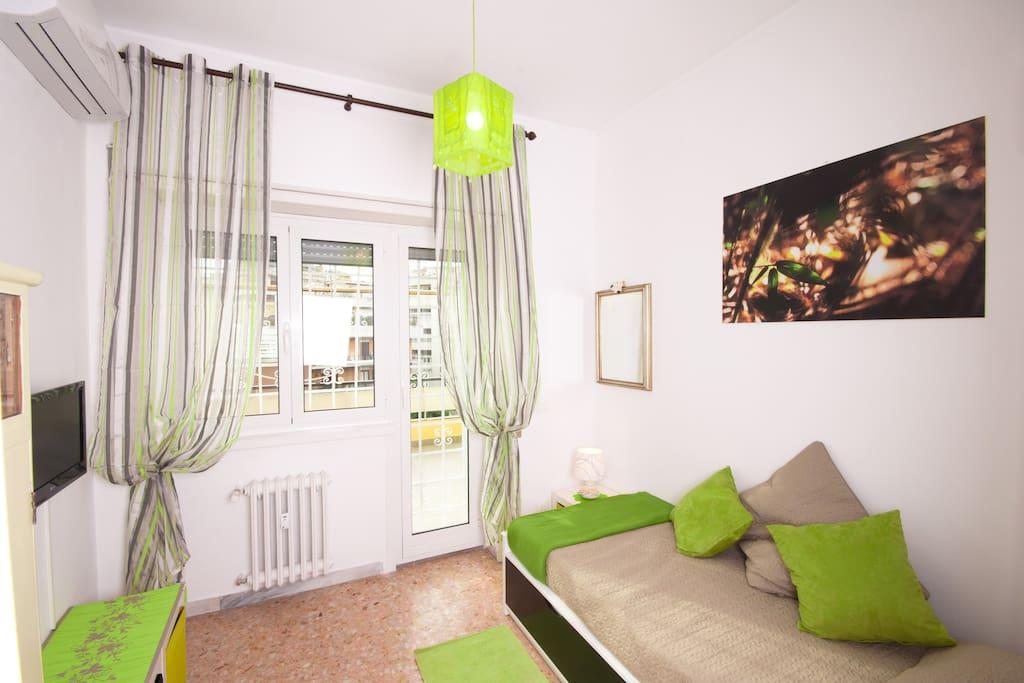 Green single room (Bedroom 3)