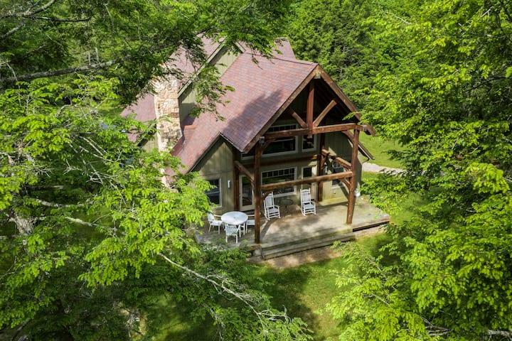 Hemlock -Luxury cabin on the rim of Gauley Canyon