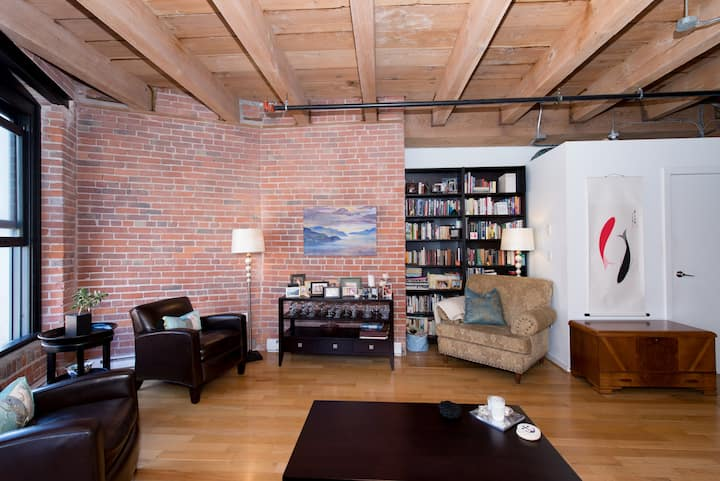 Cozy and Classy Gastown Loft