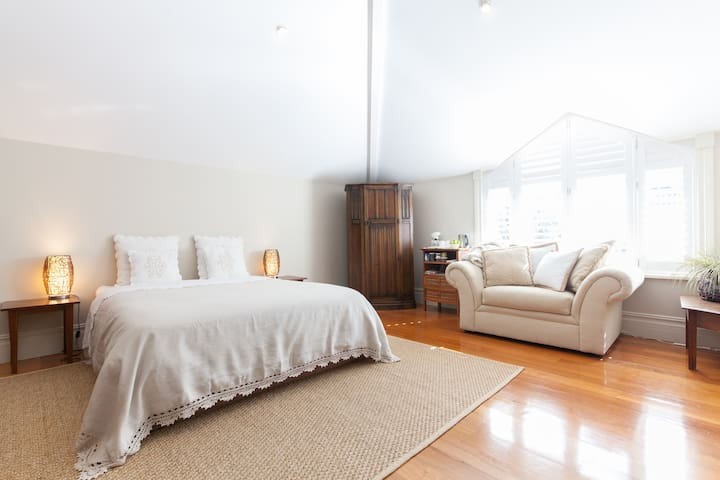 Private wing in  character home - Cottesloe - House