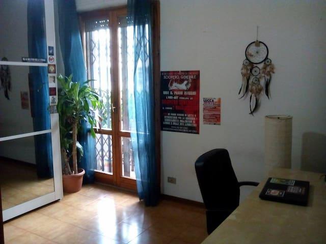 Mini Appartamento a Firenze a 20€ al giorno - Florencja - Apartament