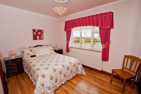 Atlantic View 1st floor double bed. - Clare