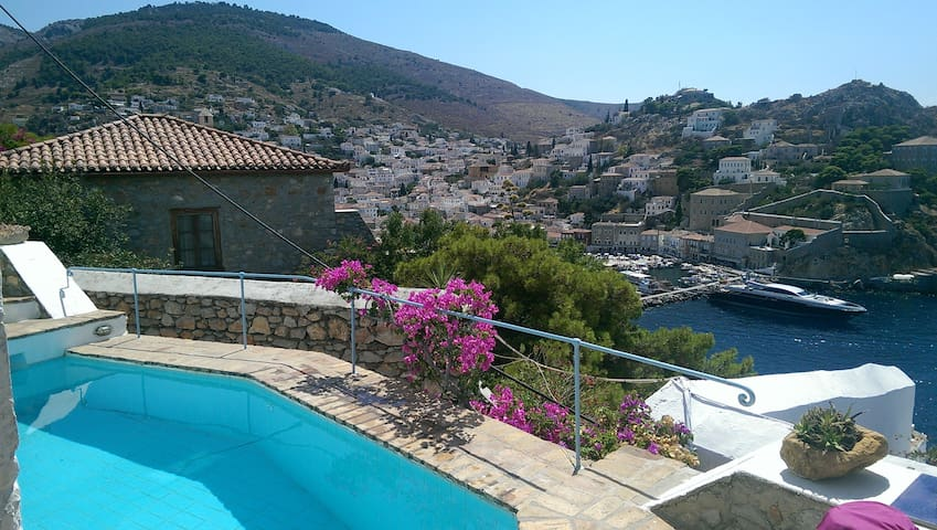 house with amazing view in Hydra
