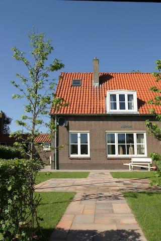 vakantiehuis Vossemeer - Dronten - House